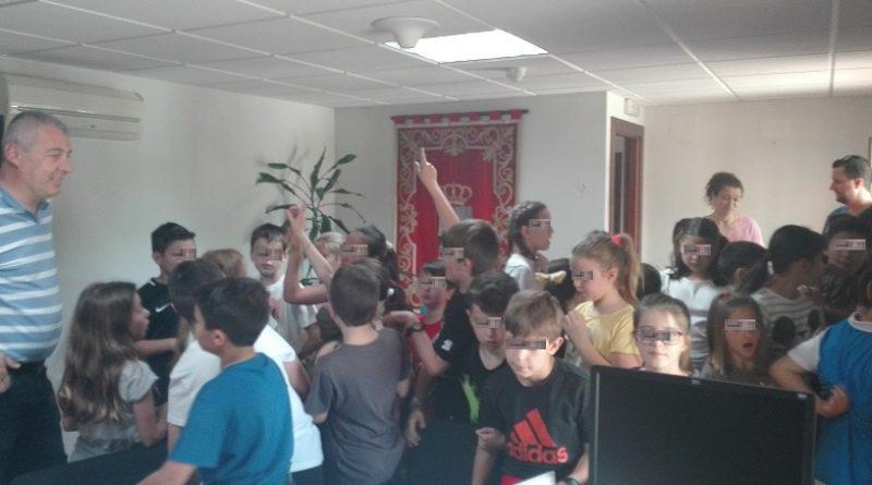 Alumnos de primaria visitan el Ayuntamiento de Casarrubuelos